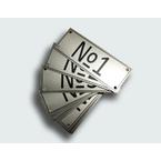 Алюминиевая табличка (шильд), 200 × 200 мм, площадь 400 см², толщина металла 0,5 мм, крепление 4 отверстия с зенковкой, 1 цвет (монохром)