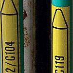 """Стрелка для маркировки трубопровода, легенда """"Exhaust Air"""", материал B-7520, белый на синем, 100 мм × 33 м, высота текста 8 мм, 505 маркеров в рулоне"""